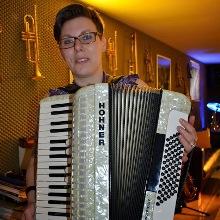 Akkordeonunterricht-Muenster-Akkordeon-lernen-Akkordeonspieler-Akkordeonlehrer-Jan-Gryz